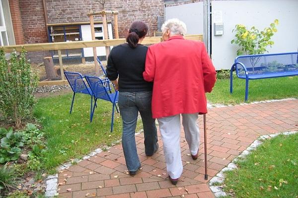 Alzheimererkrankung das Vergessen hat einen Namen